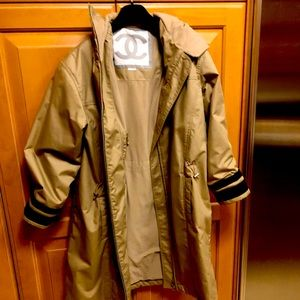 Chanel Trench Coat, Beige Size 46